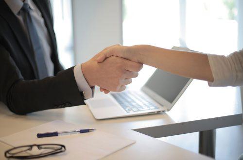 契約審査・契約書レビュー:販売代理店契約とは?ライセンス契約との違いや締結時のチェックポイントも解説