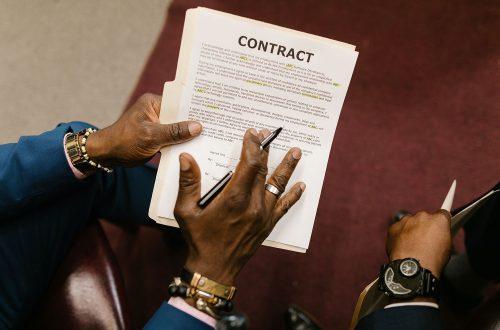 契約審査・契約書レビュー:著作権譲渡契約書とは?作成時の注意点や項目を解説