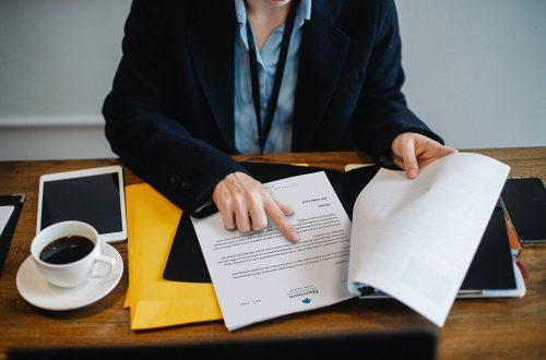 契約審査・契約書レビュー:英文契約書のポイントと注意点を解説! 必要な4つの要件とは?